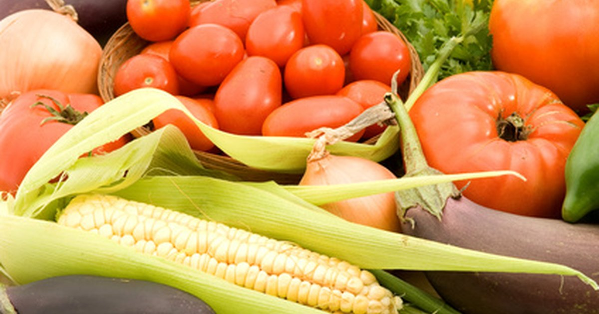 What foods should be included on a microscopic colitis diet?