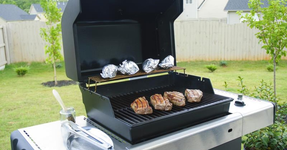 how to roast beef on a gas grill livestrong com. Black Bedroom Furniture Sets. Home Design Ideas