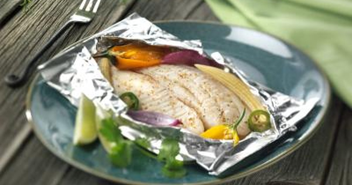 How to cook fish in foil packets in the oven livestrong com for Grill fish in foil