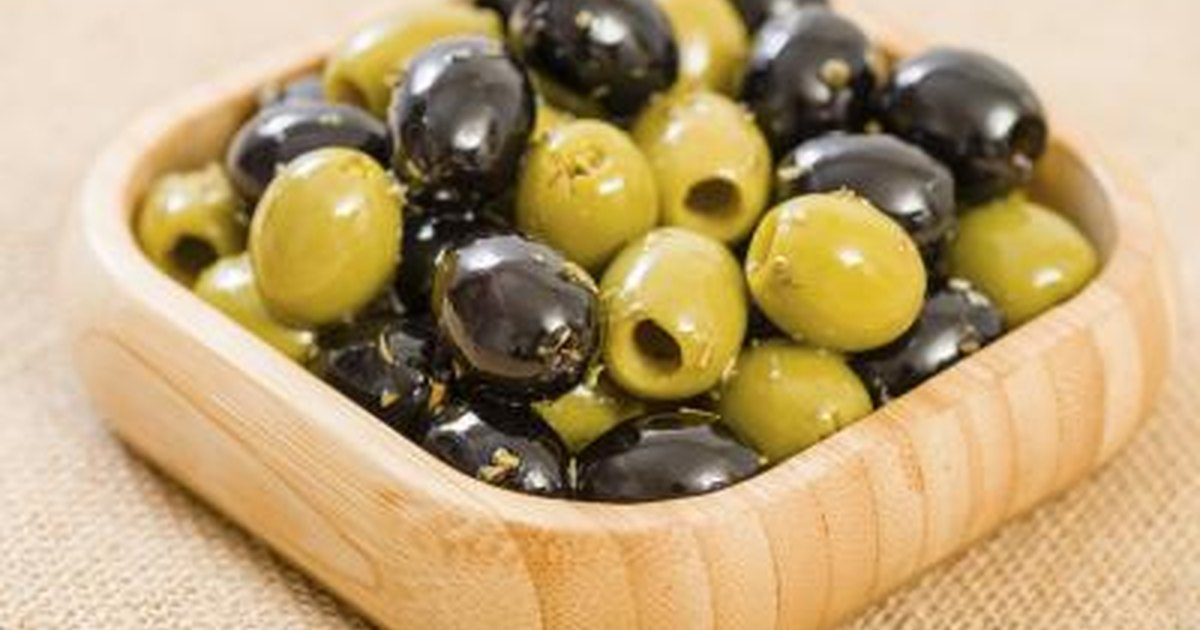 how many calories does an olive have