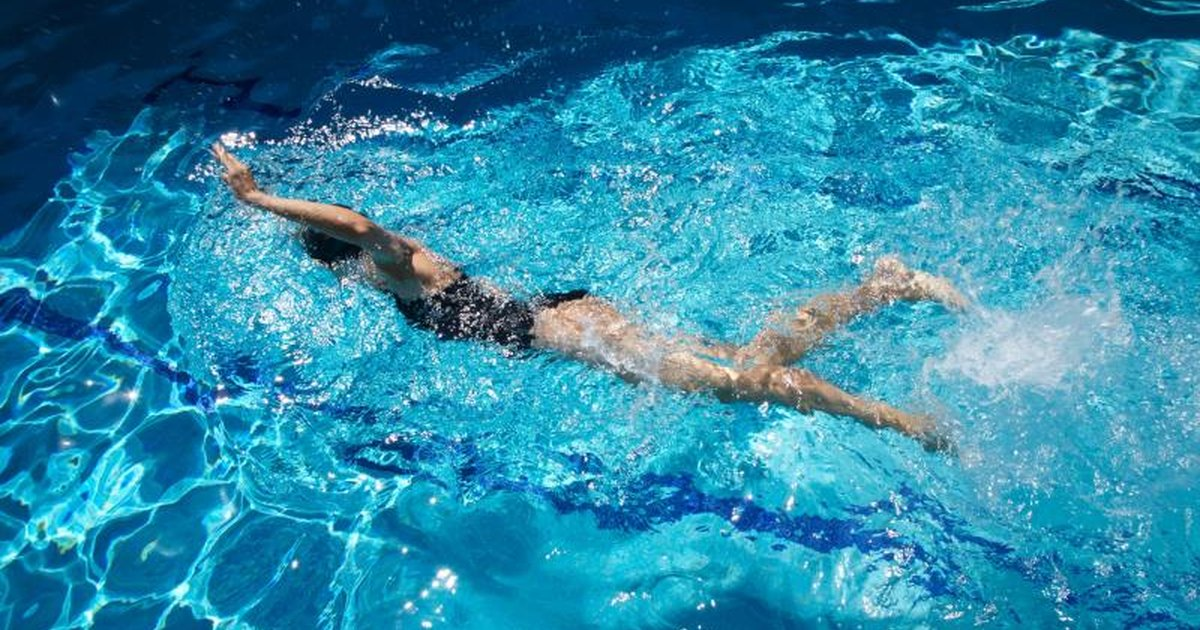 Does swimming help lose belly fat livestrong com for How to lose weight in swimming pool