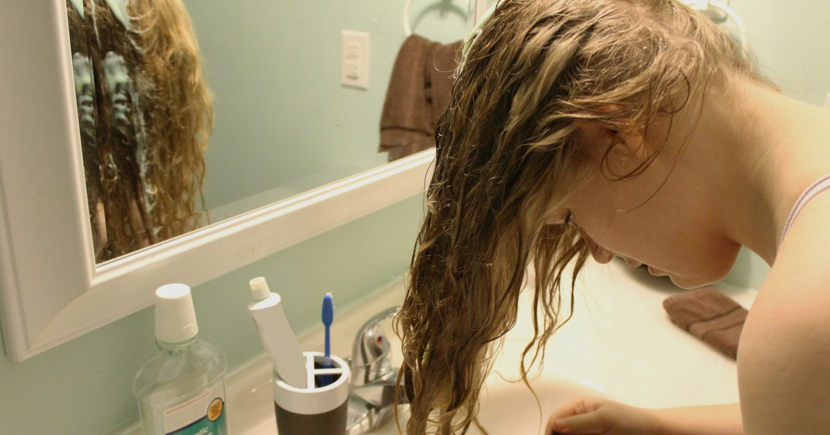how to clean hair brushes with vinegar and baking soda