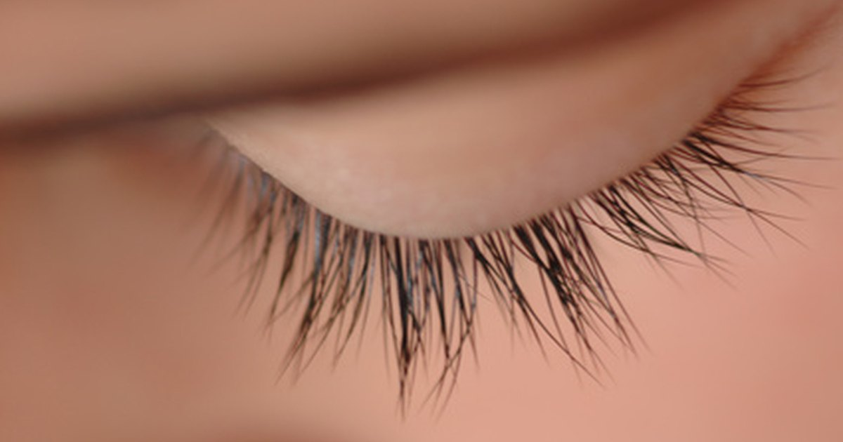 Natural Ways to Make Eyelashes Grow | LIVESTRONG.COM