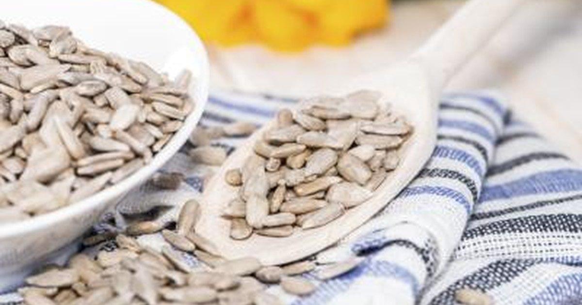 calories in one teaspoon of sunflower seeds