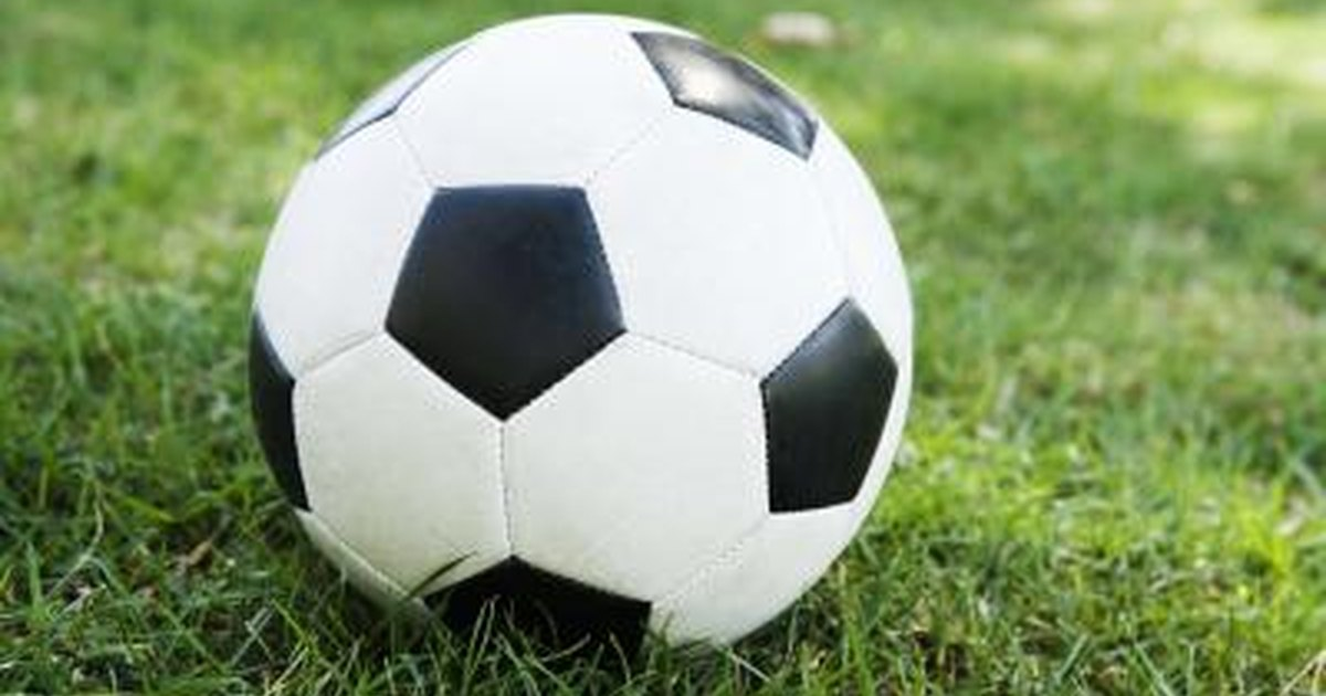 What Is the Weight of a Size 5 Soccer Ball? | LIVESTRONG.COM