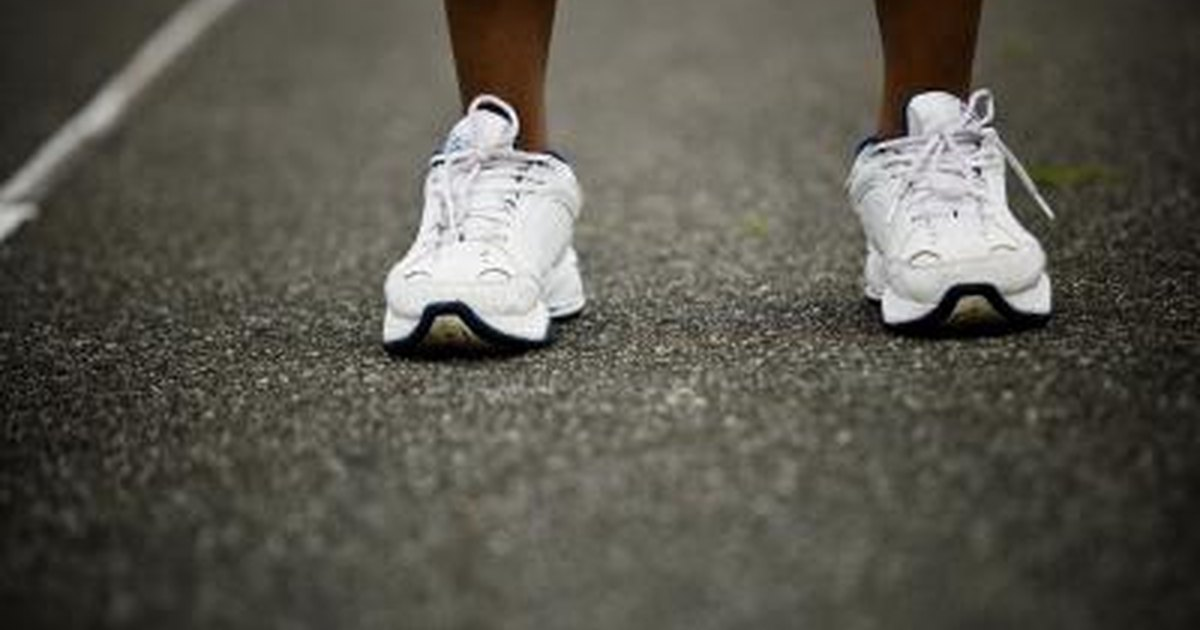The Best Shoes For Flat Feet | LIVESTRONG.COM