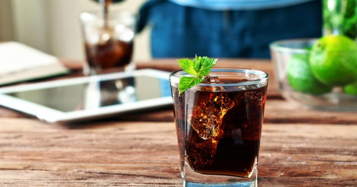 Does Diet Soda Slow the Metabolism? | LIVESTRONG.COM