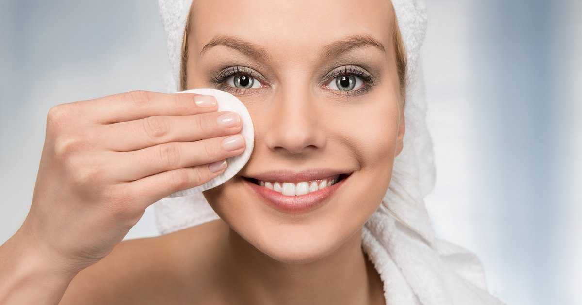 How to Use the Clean & Clear Advantage Acne Treatment
