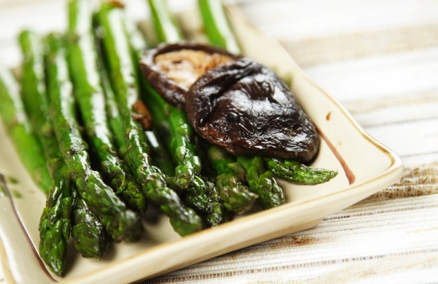 Asparagus, Shiitake and Tempeh Stir-Fry