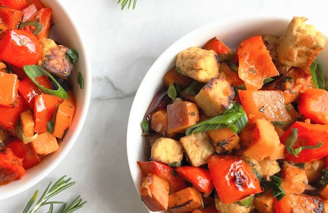 Spicy Tempeh, Red Pepper and Sweet Potato Hash