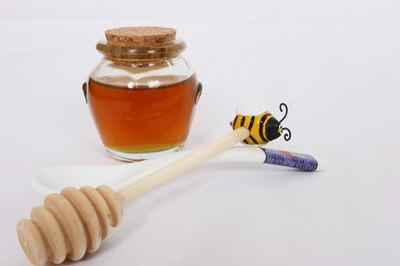 How to Cure Acne With Raw Honey