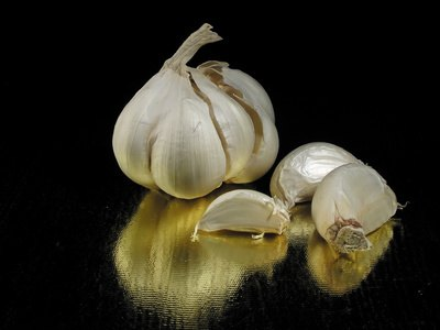 Benefits & Side Effects of Garlic Leaves
