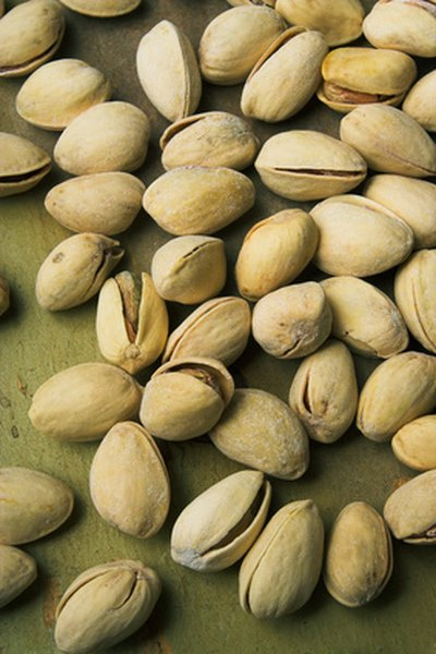 10 Best Foods with Pistachios for a Flat Stomach