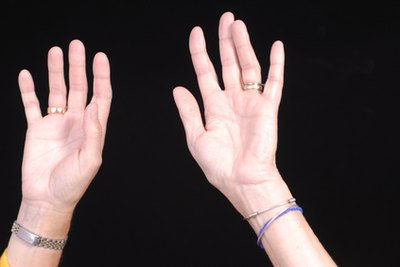 What Are the Causes of Numbness in the Hands & Arms?