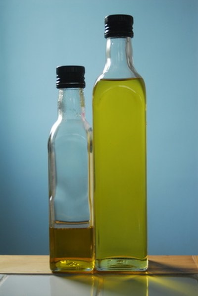 How to Flush Your Liver With Olive Oil & Lemon Juice