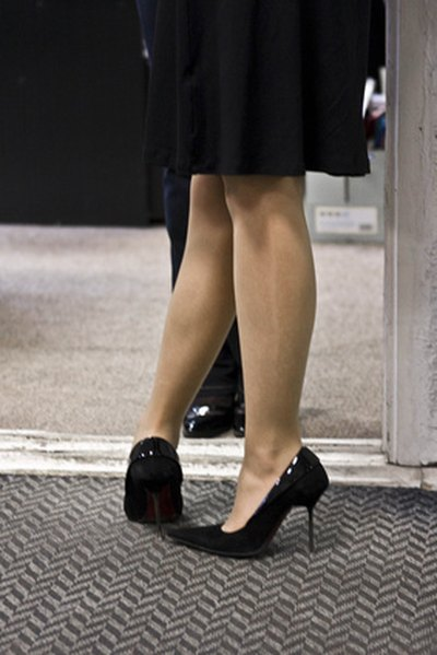 Causes of Sharp Heel Pain Felt When Bending