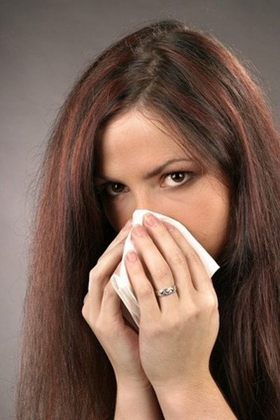 How to Dry Out a Sinus That Is Congested With Mucus