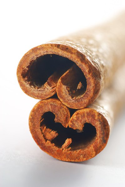 What Are the Benefits of Cinnamon Cassia Oil on Lips?