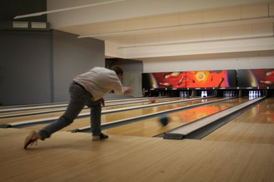 Tips to How to Throw a Curve Ball in Bowling