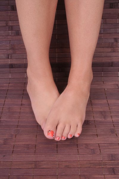 Causes of Painful Red Bumps on the Toes