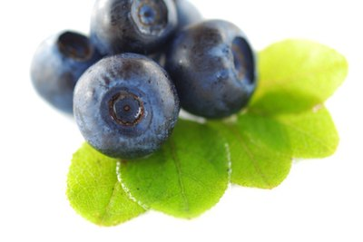 What Are the Benefits of Blueberries & Blackberries?