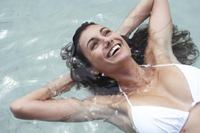 How to Repair Chlorine-Damaged Hair