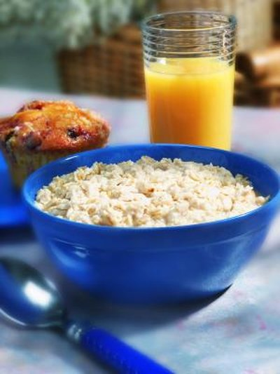 How to Cook Hot Cereal With Oat Bran in the Microwave