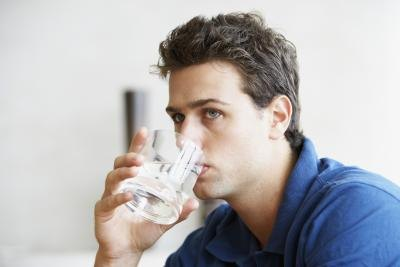 Can Drinking Too Much Water Irritate the Stomach?
