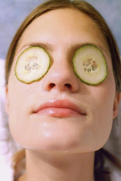 How to Get Rid of Dark Circles Under the Eyes, Including Foods to Eat