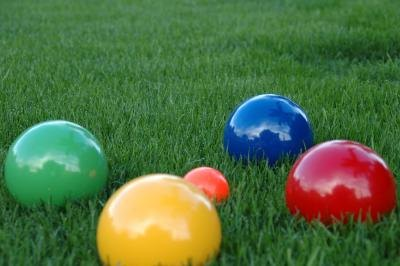 how to play bocce ball on grass