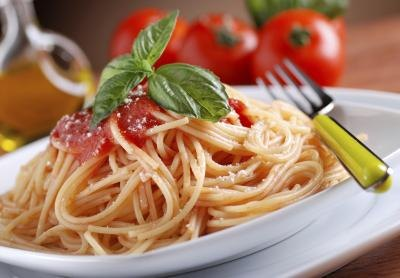 How Many Calories Are in a Bowl of Spaghetti With Red Sauce?