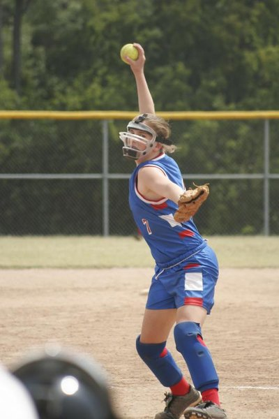 How Do Fastpitch Softball Gloves & Slowpitch Softball Gloves Differ?