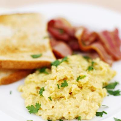 How to Reheat Scrambled Eggs