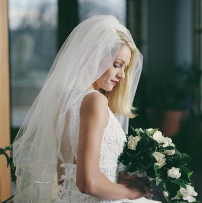 How to Trim a Wedding Net Veil