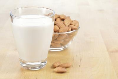 The Pros and Cons of Almond Milk