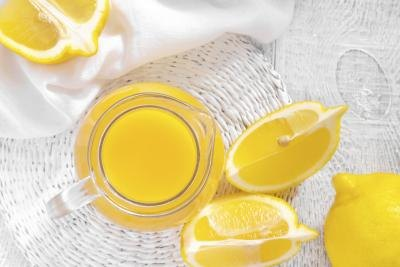 Adding lemon to your diet can help fight the symptoms of eczema.