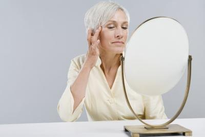 Does Rubbing Vitamin E on the Face Help Wrinkles?