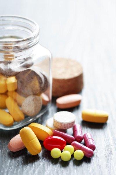 Can i take prenatal vitamins while taking clomid