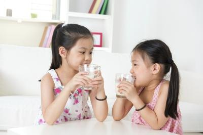 The Pros & Cons of Soy Milk for Children