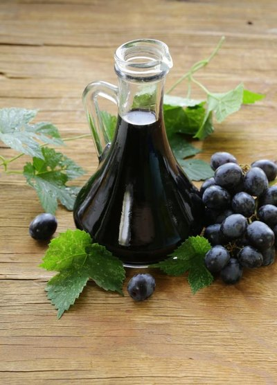 How to Make Balsamic Vinegar From Wine