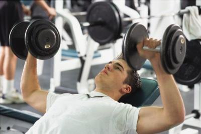 Shoulder Pain From an Incline Bench Press