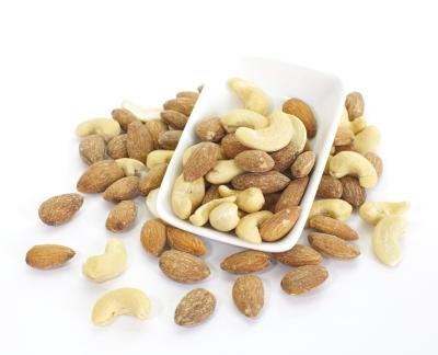 Nutrition in Cashews vs. Almonds