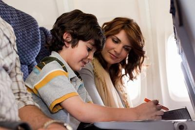 How to Keep a Child's Ears From Popping When on a Plane