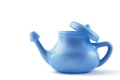 How to Mix a Sinus Wash for a Neti Pot