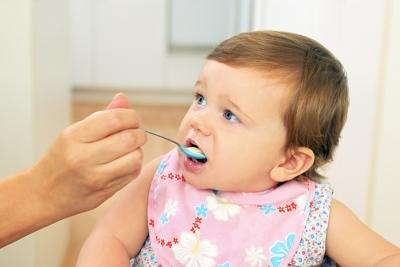 How to Know When to Increase a Newborn's Feedings