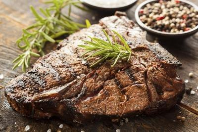How Many Carbs & Calories Are in Steak?