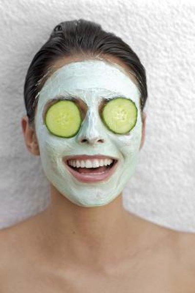 How to Use Cucumber Juice as a Moisturizer