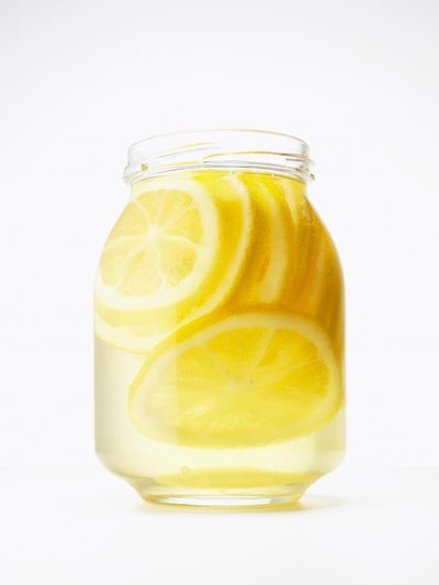 What Are the Benefits of Drinking Lemon & Honey in Water?