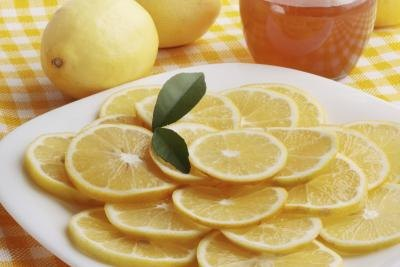 Cough Medicine Remedies With Honey, Lemon & Cayenne