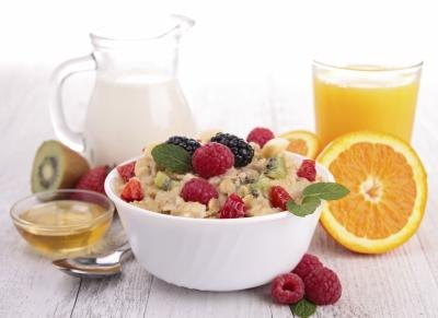 Eat a balance breakfast to curb off hunger.